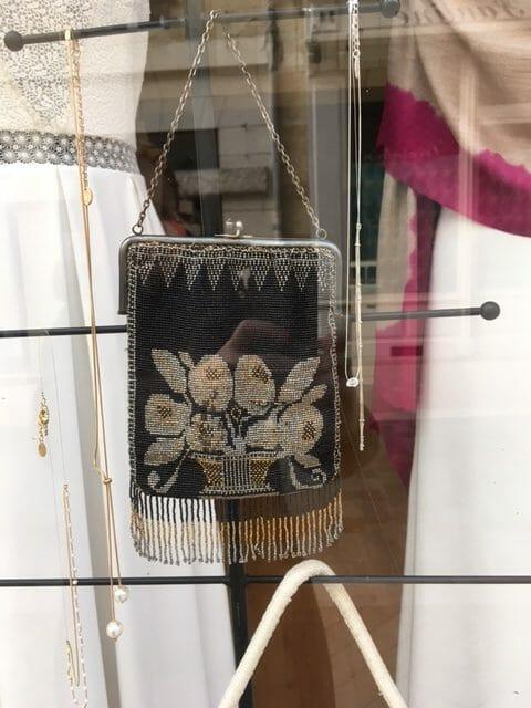 Aumonière perlé noir et or. Sac ancien 1920