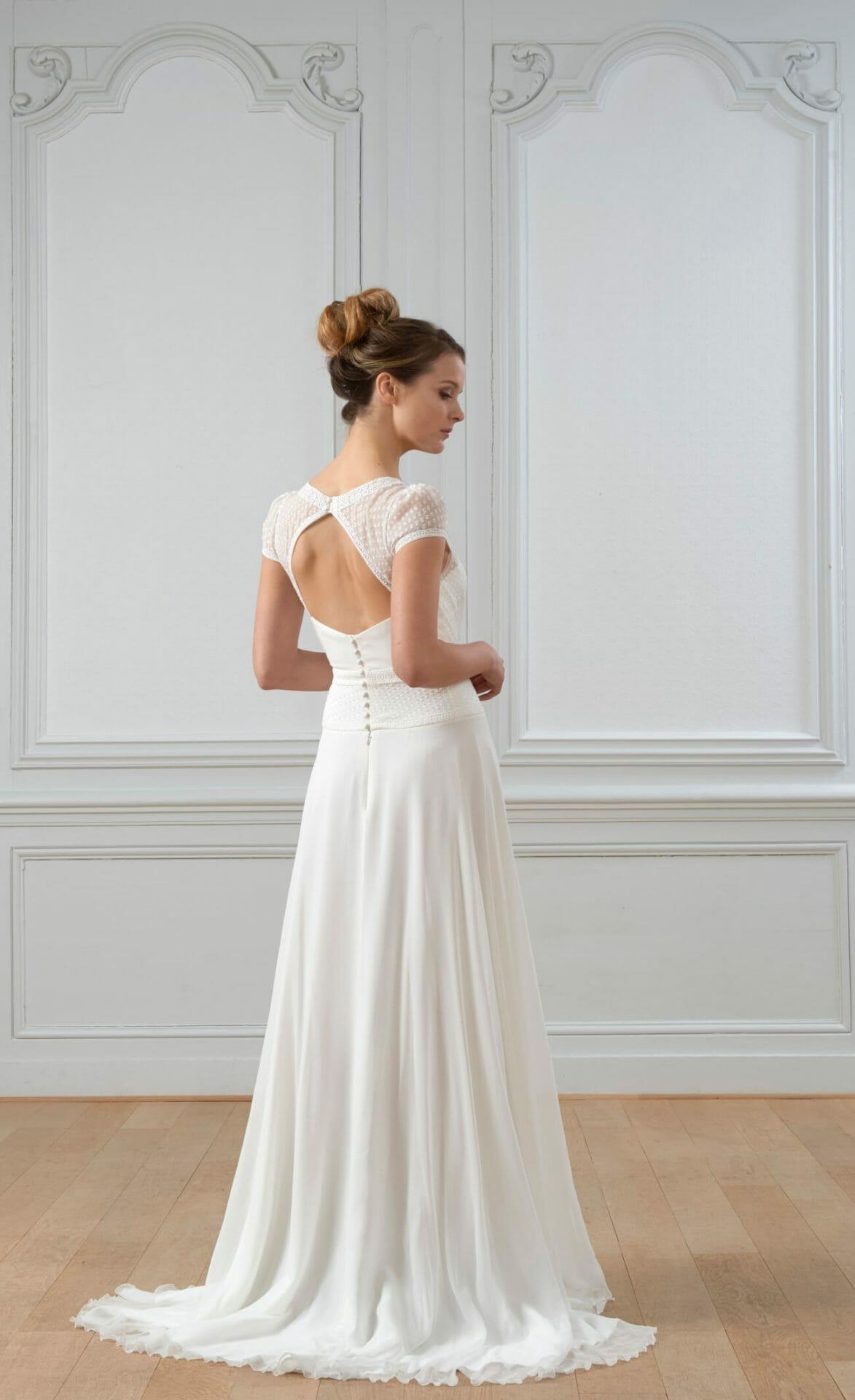 La robe de mariée Emmanuel, style vintage, vue de dos, fabriquée en France par Lambert Créations pour Croquelune