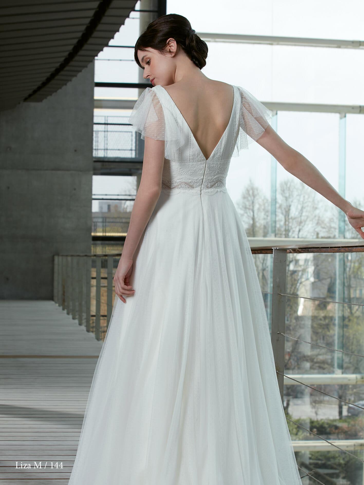 La robe de mariée Liza, style bohème fabriquée en France par Créations Bochet pour Croquelune