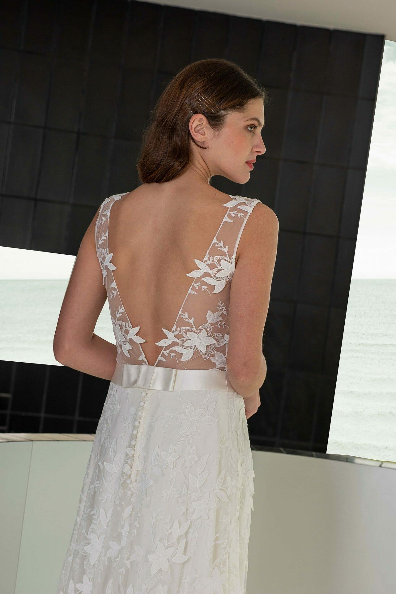 La robe de mariée Bonifacio, en gros plan, style bohème fabriquée en France par Lambert Créations pour Croquelune
