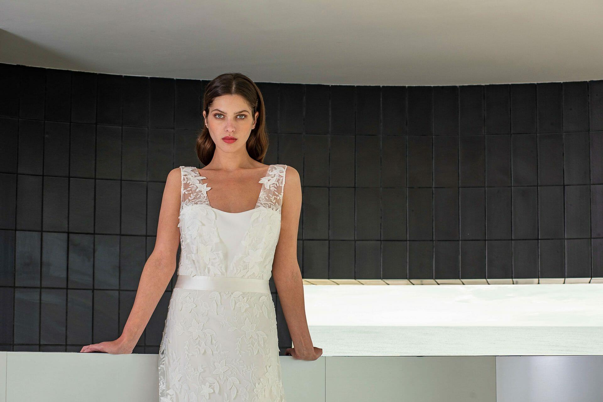 La robe de mariée Bonifacio, style bohème graphique fabriquée en France par Lambert Créations pour Croquelune