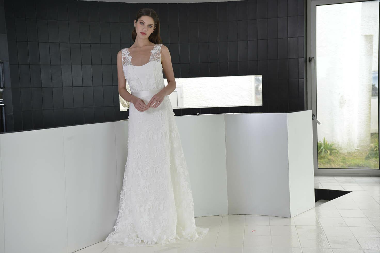La robe de mariée Cannes, style bohème fabriquée en France par Lambert Créations pour Croquelune