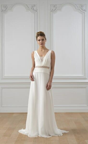 La robe de mariée Mahe, vue en pied, style bohème couture fabriquée en France par Lambert Créations pour Croquelune