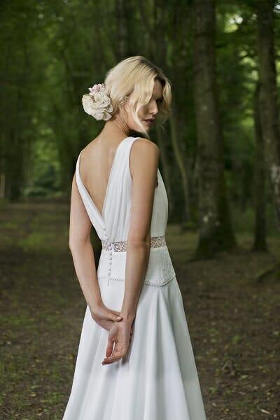 La robe de mariée Mahe, style bohème couture fabriquée en France par Lambert Créations pour Croquelune