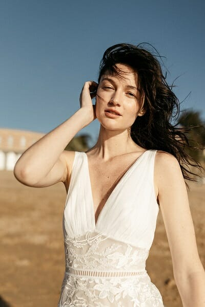La robe de mariée Artemis, style bohème fabriquée en France par Lambert Créations pour Croquelune